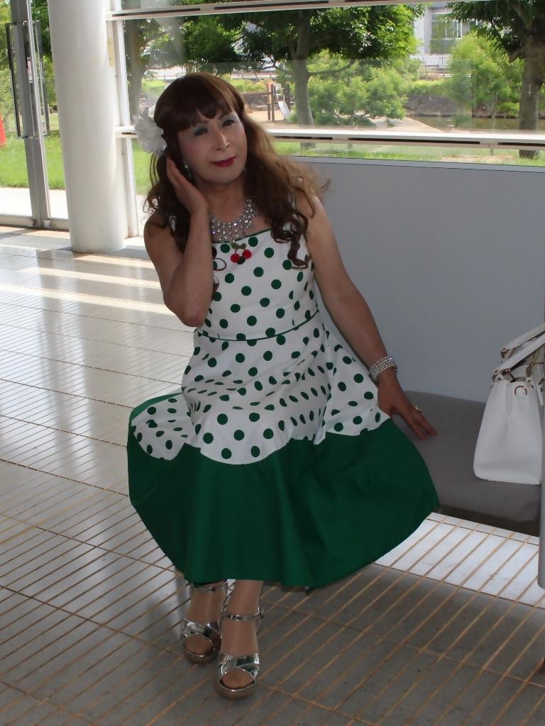 緑ドット柄ドレスロビーA(3)