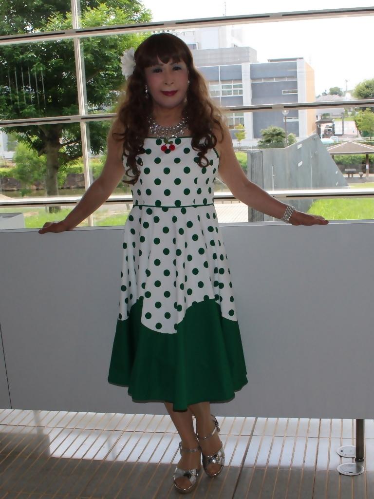 緑ドット柄ドレスロビーA(4)