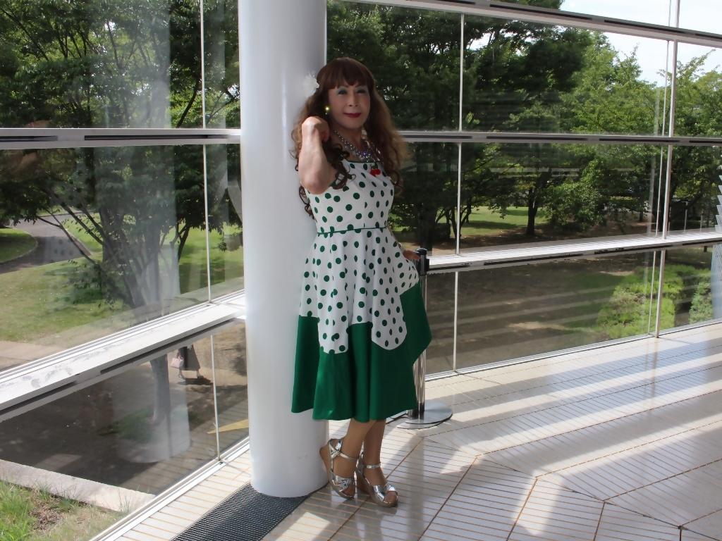 緑ドット柄ドレスロビーA(8)