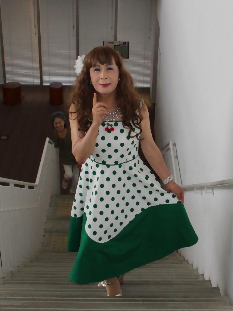 緑ドット柄ドレスロビーB(2)