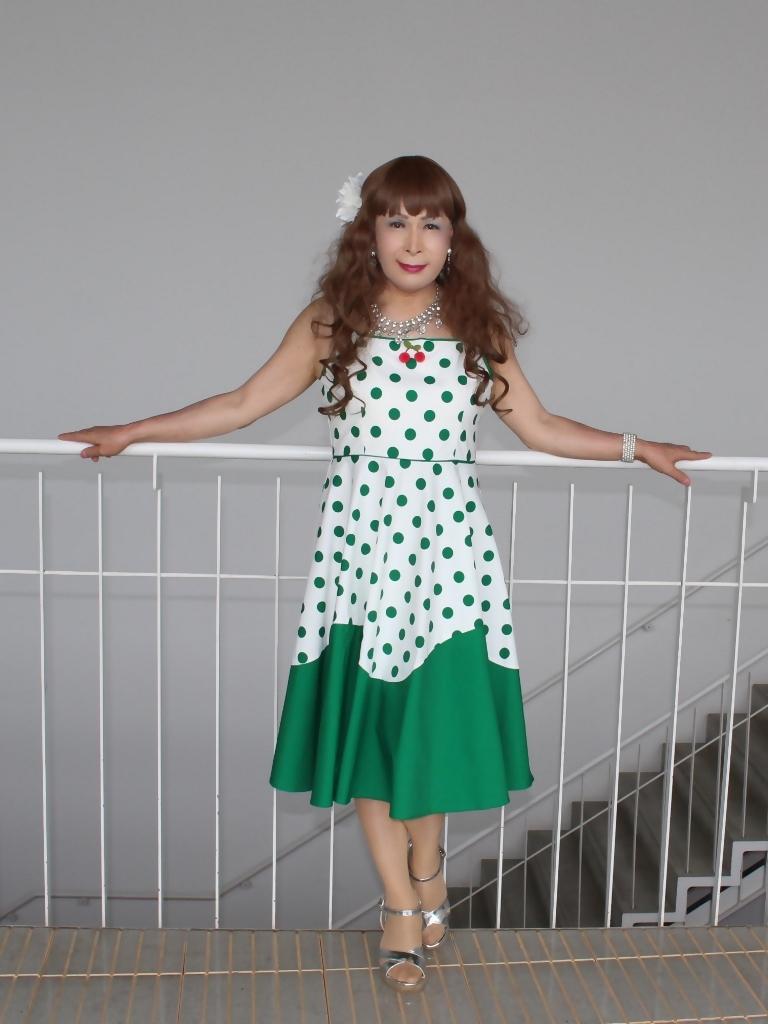 緑ドット柄ドレスロビーB(3)