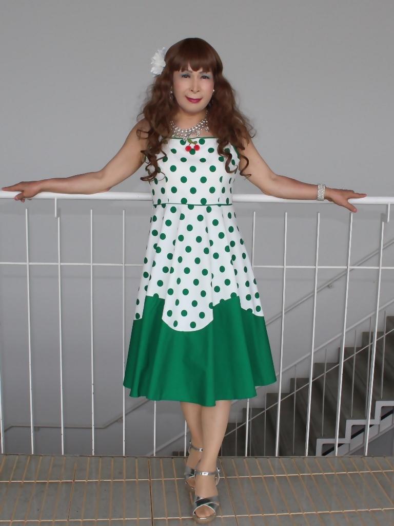 緑ドット柄ドレスロビーB(4)
