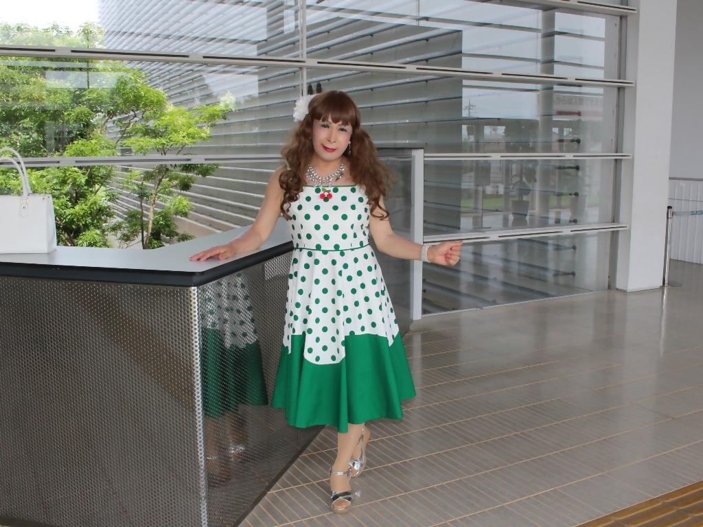 緑ドット柄ドレスロビーB(7)