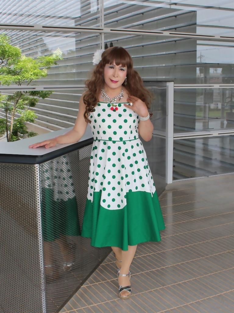 緑ドット柄ドレスロビーB(6)