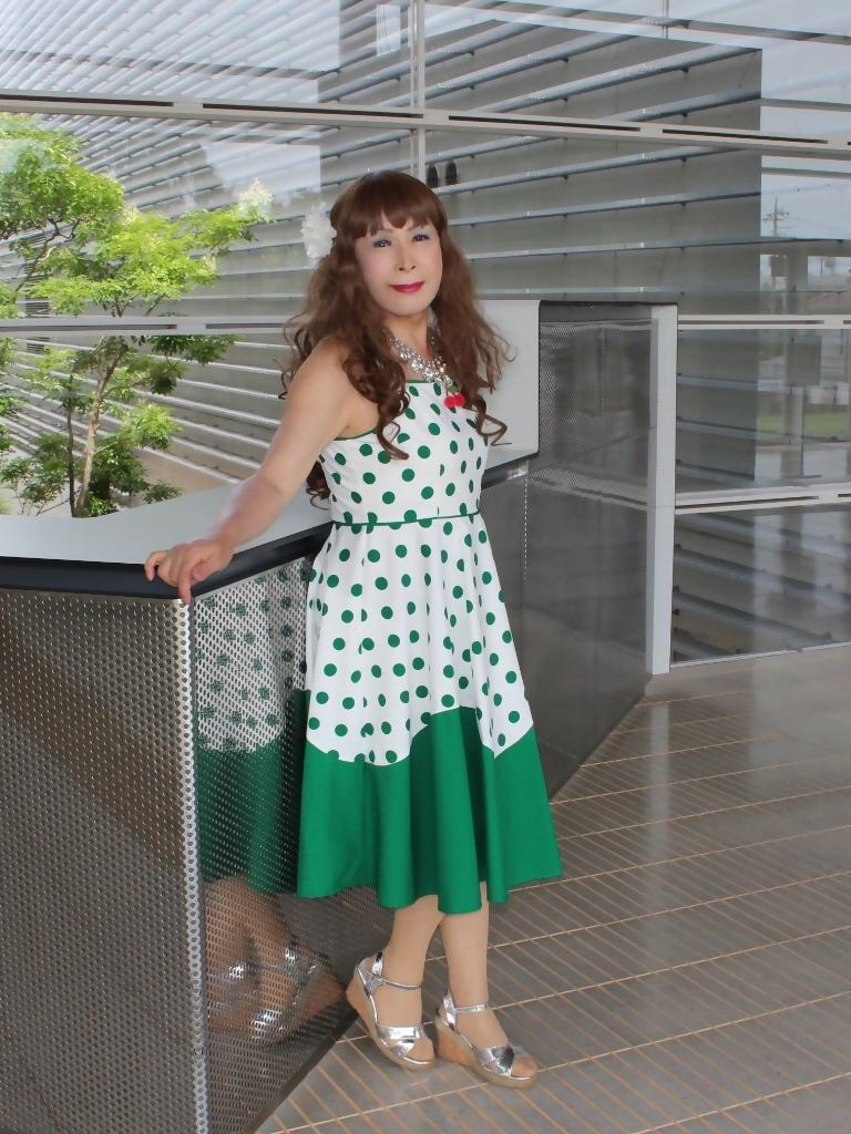 緑ドット柄ドレスロビーB(5)