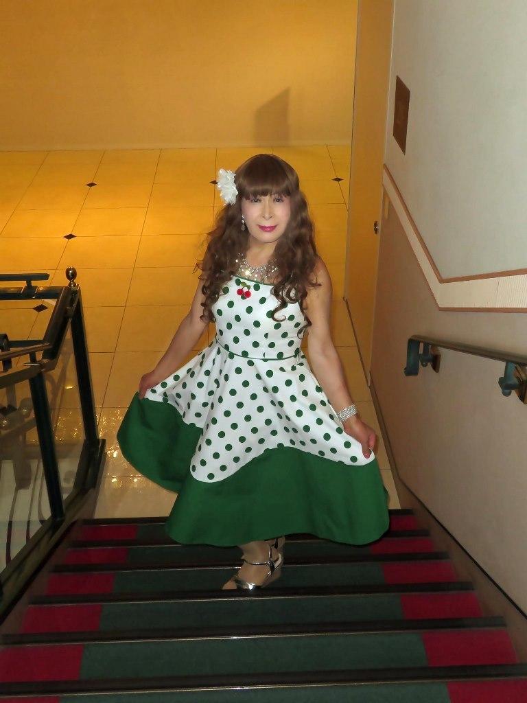 緑ドット模様舞台衣装ロビーA(1)