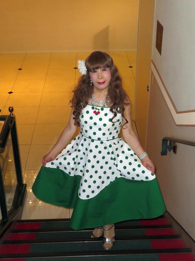 緑ドット模様舞台衣装ロビーA(3)