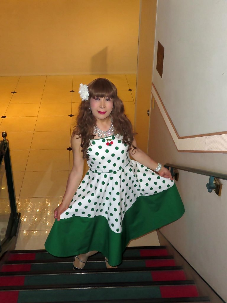 緑ドット模様舞台衣装ロビーA(2)
