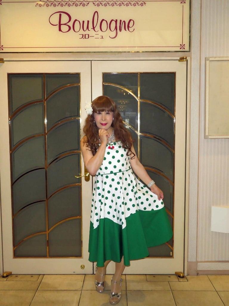 緑ドット模様舞台衣装ロビーA(7)
