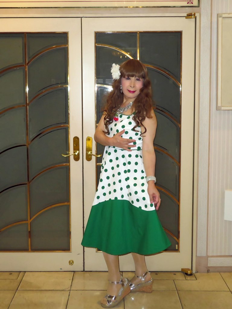 緑ドット模様舞台衣装ロビーA(8)