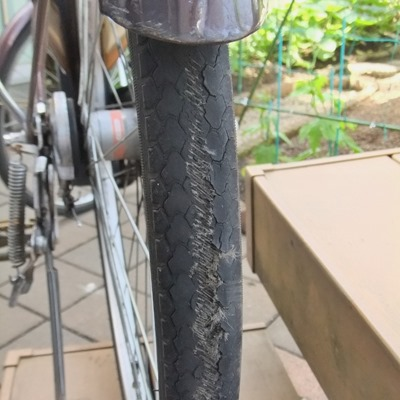 180515bicycle_flat_tyre