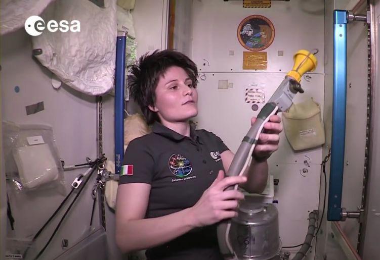 spacepoop03.jpg