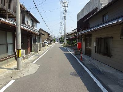 旧街道を歩く