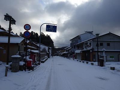 雪の高野山町へ