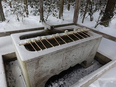 雪の手水舎