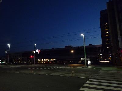 富山駅の朝