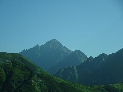 遠くに剱岳