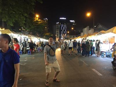 夜のベンタイン市場近辺