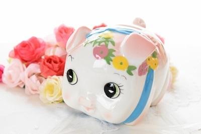 貯金箱と花