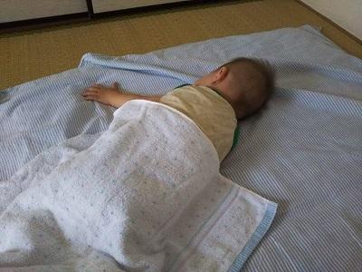 息子お昼寝中