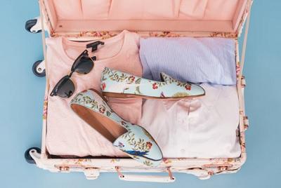 女の子カワイイ旅の荷物