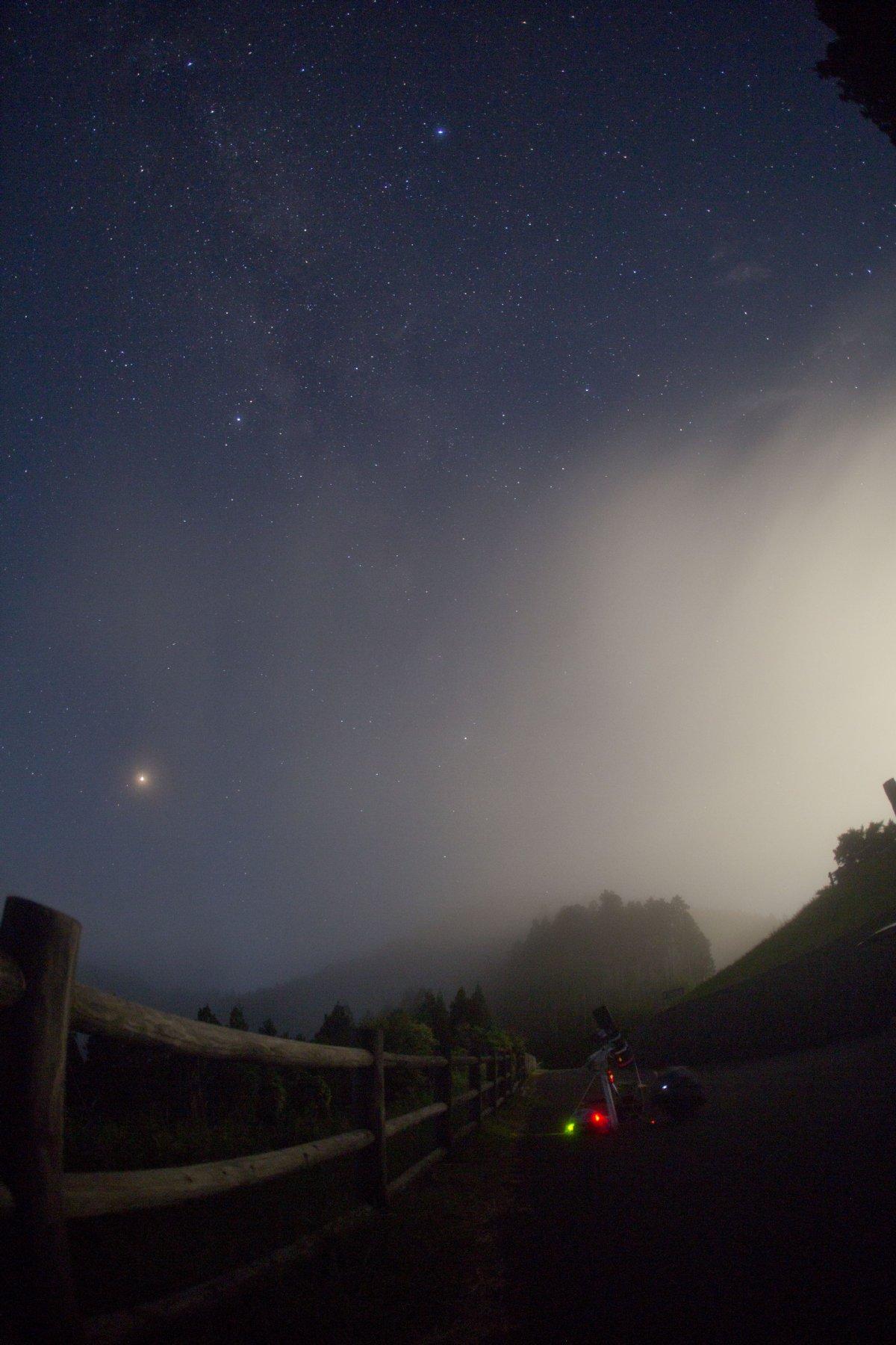 【星景】霧の大塔 ― 月没~秋の天の川 ー(タイムラプス)