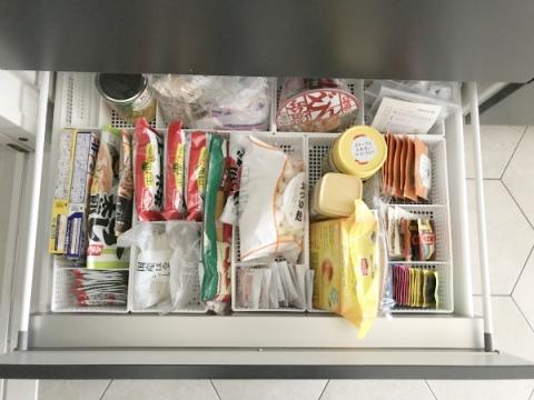 百均収納で食品ストックの整理 (2)