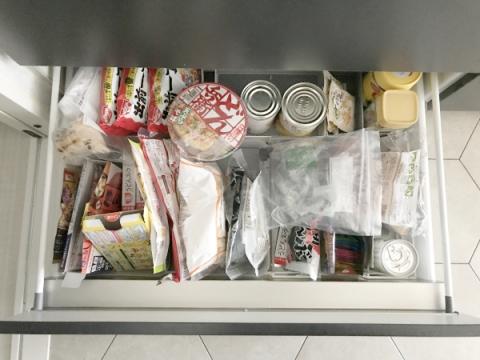 百均収納で食品ストックの整理 (1)