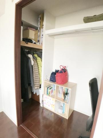 枕棚に収納する物 (2)