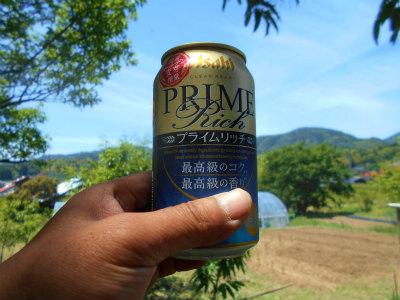 5.22畑でビール
