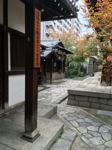 因幡薬師・本堂脇へ_H29.11.04撮影