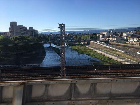 新幹線車内から鴨川(四条方面)_H30.06.16撮影