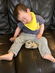 ソファで寝落ちしたツグ