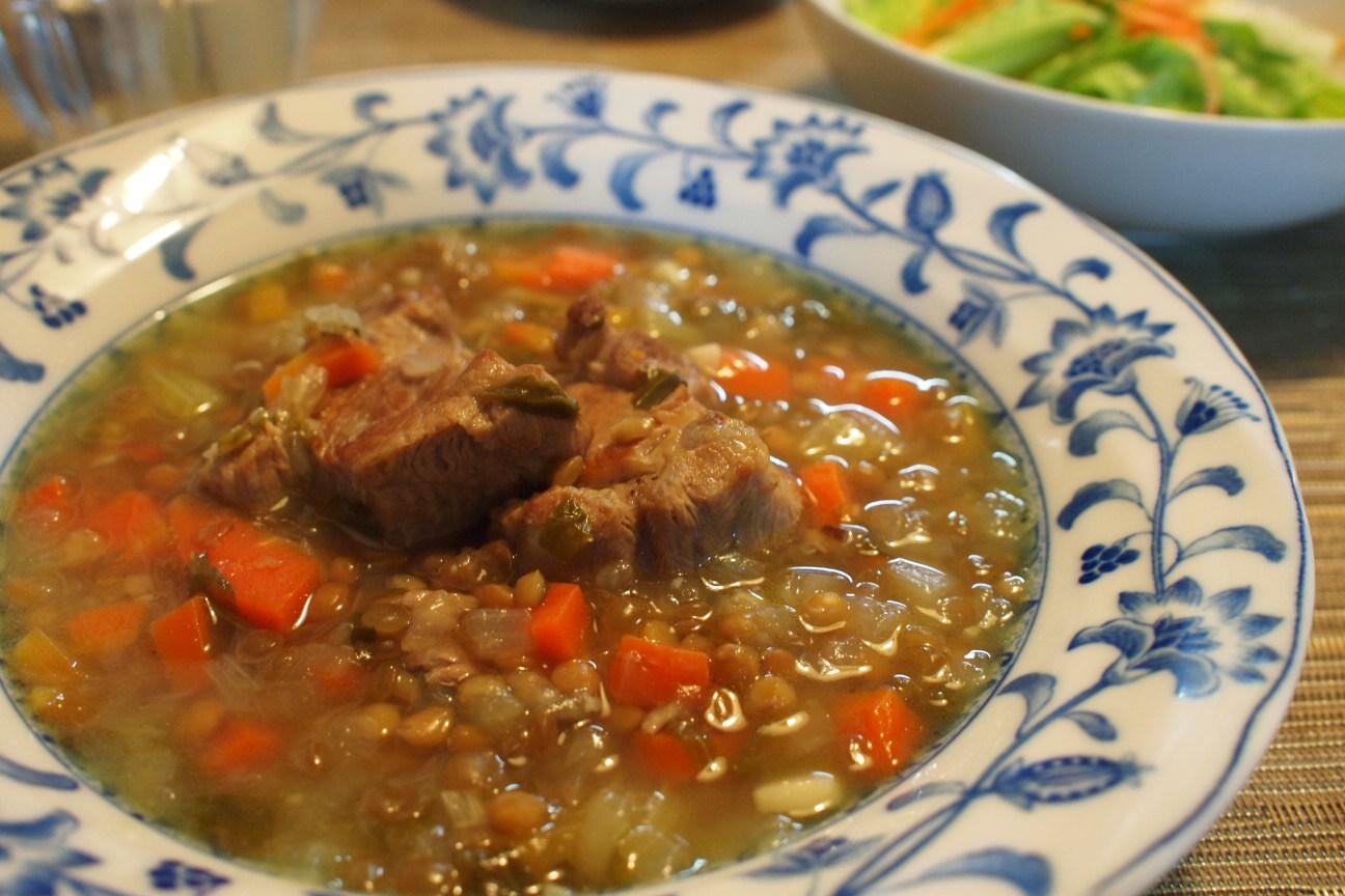 レンズ豆の肉入りスープ