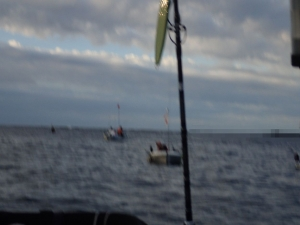 P9230012 アジ場にボートたくさん