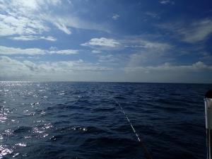 P9230021 9じすぎ 沖は強風