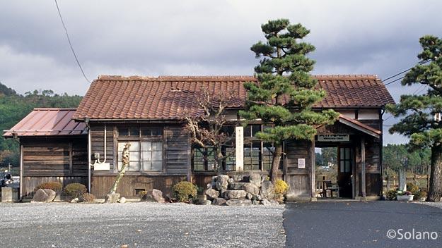 昭和初期築の趣き深い木造駅舎、因美線・美作滝尾駅