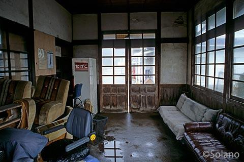 筑肥線末端区間、荒んだ雰囲気の肥前長野駅(2005年)