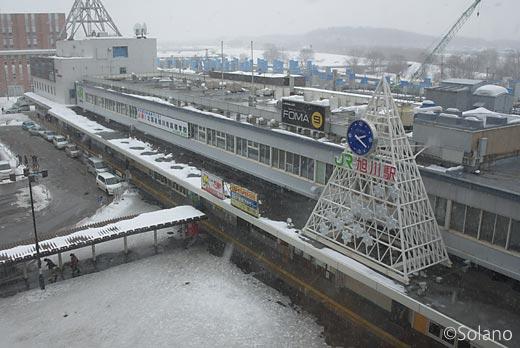 JR北海道、駅舎建て替えの工事が進む旭川駅