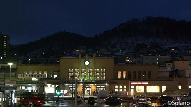 JR北海道・函館本線、冬の夜の小樽駅