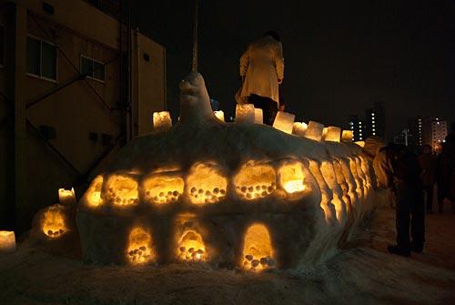 小樽雪明かりの路 雪像のような巨大キャンドル??