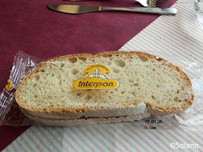 EC、食堂車でのランチ。パン。
