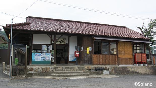 JR西日本・津山線、建部駅の木造駅舎