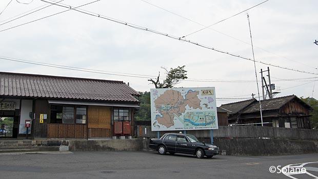 津山線・建部駅、木造駅舎と今も使われている駅員宿舎