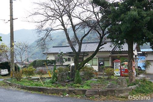 日田彦山線・採銅所駅前ロータリーの枯池