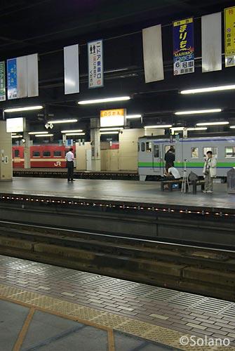 夜の札幌駅、夜行まりも自由席乗車口