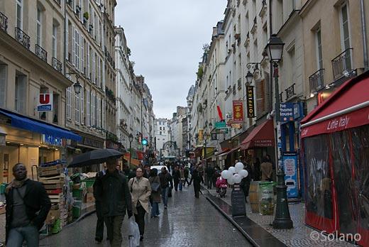 パリの胃袋・歩行者天国のモントルグイユ通り