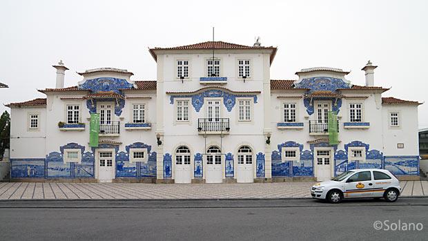 ポルトガル鉄道、アズレージョが美しいアヴェイロ駅旧駅舎