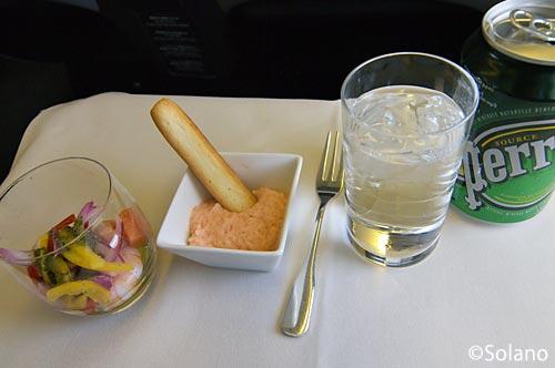 JALビジネスクラス機内食、アミューズとドリンク