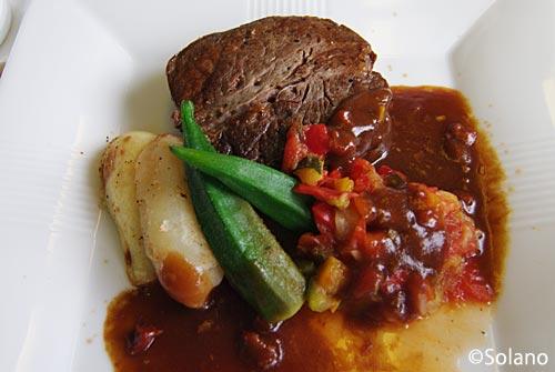JALビジネスクラス機内食、メインディッシュの牛ヒレステーキ